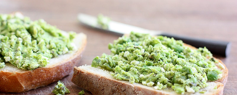 smashed peas toast with mint and feta